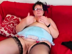 Fat Mature Plays With Her Cunt