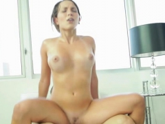 older-dude-fucks-youthful-attractive-babe