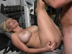 session-full-of-orgasms-as-hottie-barely-takes-large-cock