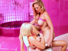 Blonde Hotties Alix And Cherie Get It On