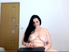 fat-sexy-amateur-masturbates-on-big-boobs