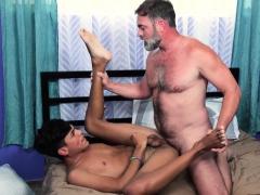familydick-daddy-seduces-spanish-twink