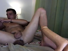 horny-amateur-gay-twinks-naughty-bareback-encounter