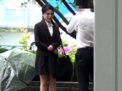 japan-babe-pisses-herself
