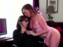 jenna-licks-and-fingers-maddys-pussy