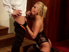 she-loves-to-play-with-his-cum