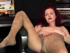 usa-milf-veronica-feels-naughty-in-nylon-pantyhose