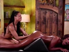 Two Hot Ebony Babes Intense Scissor Sex