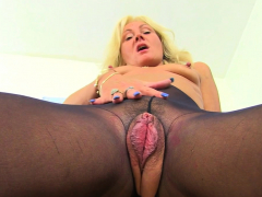 Uk Gilf Sapphire Louise Gives Her Fanny Flaps A Treat Porn Video