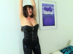 british-milf-tammy-gets-aroused-in-fishnets-and-jeans