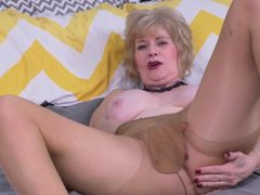 usa-gilf-justine-gives-her-hairy-pussy-a-treat