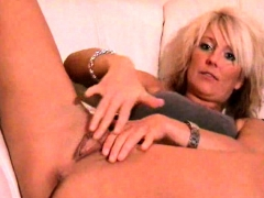 solo blonde chick using cucumber to masturbate