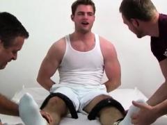 hunk-free-gay-porn-leon-s-size-13-feet-body-tickle-d
