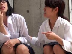 asian-teenagers-urinate