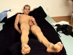 mens-legs-and-feet-gay-first-time-honza-and-his-size-11