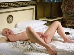 splendid virgin masturbating muffin in bed