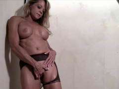 mature-blonde-bodybuilder-rips-through-her-pantyhose