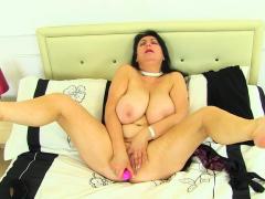 British Milf Eva Jayne Fingers Her Ripe Fanny