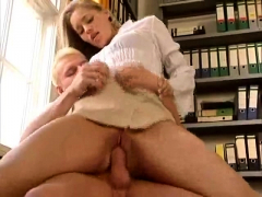 european-stepmom-doggystyle-fun-during-ffm