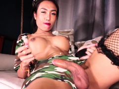 ladyboy-mos-gives-blowjob-and-gets-fucked-bareback
