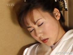 japanese-geisha-pleasuring-pink-twat