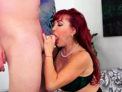 older-cumslut-sexy-vanessa-gets-stuffed