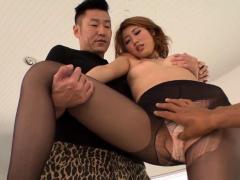 Kanako Kimura tries heavy s- More at Japanesemamas.com