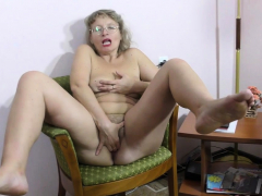 grey-haired gilf zosya from russia finger nails her twat
