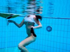 Alla Birtakik Shows Hot Pussy Underwater