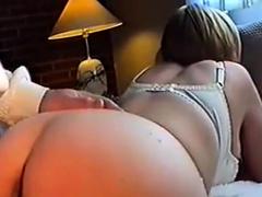 danish woman bagfra i stuen