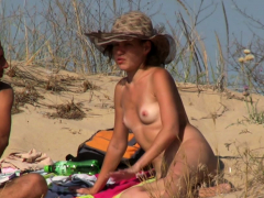 voyeur-beach-amateurs-females-nudists-close-ups-video