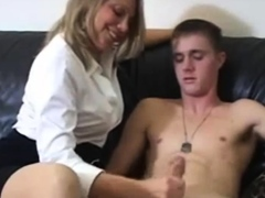 Mom blonde masturbte her son
