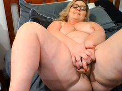 50yo-mom-likes-to-masturbating