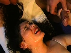 Pleasing babe's mouth is filed with jism during blow bang