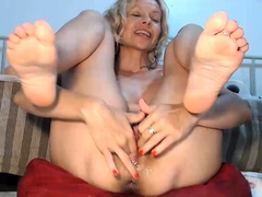 amateur horny young blonde fingering twat