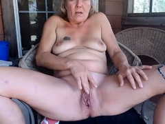 farmgirltx-is-a-mature-woman-who-likes-to-undress