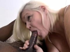 Mature gilf sucking cock